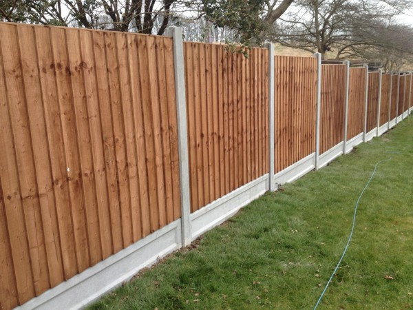 garden fencing and boarding